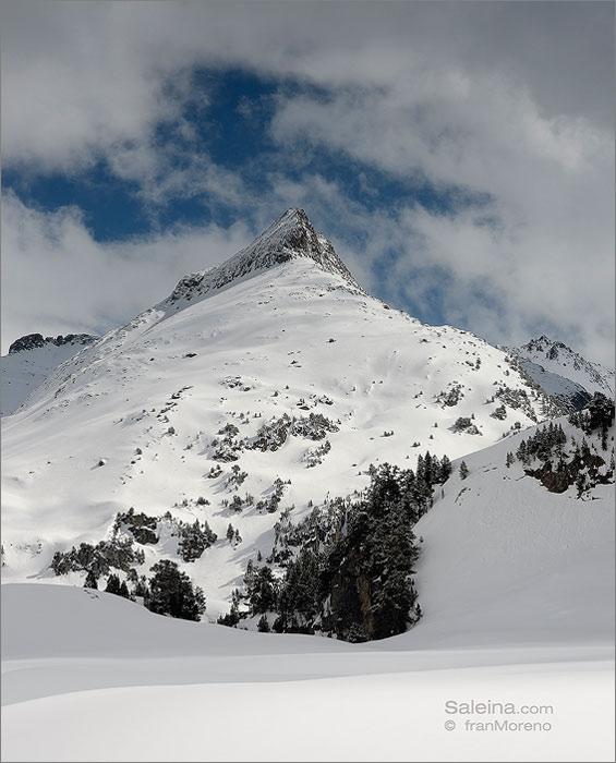 Aigualluts, fotografiando con raquetas de nieve a los pies del Aneto